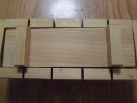 木枠の蓋で押す