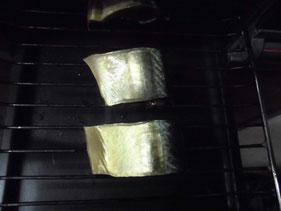 サバをグリルで焼く