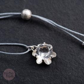 zu den Vintage Unikatanhänger Silber mit Fadenkettchen: Bild anklicken