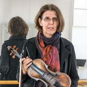 Bild: Ulrike Devantier mit Violine