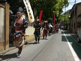 早雲寺から湯本駅へパレード