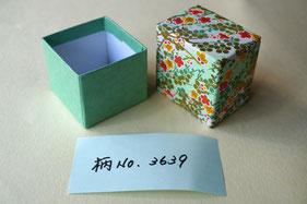 千代紙と鳥の子紙を貼り、手加工で作製する貼箱小箱
