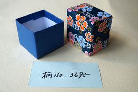 手加工で作製する小箱の貼箱には千代紙と鳥の子紙を貼っています
