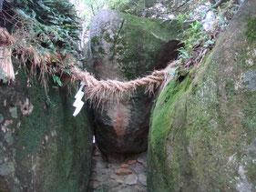 ゴトビキ岩と御神体