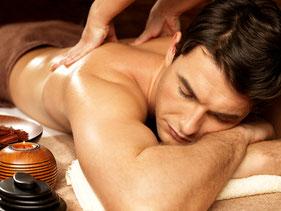 Aroma Ölmassage - hochwertige Aroma-Öle unterstützen die Wirkung der Massage