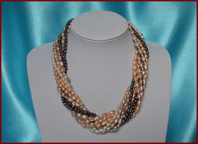 Colliers 7 rangs de perles de culture blanches, roses et noires, rondes et grains de riz : à partir de 90 €