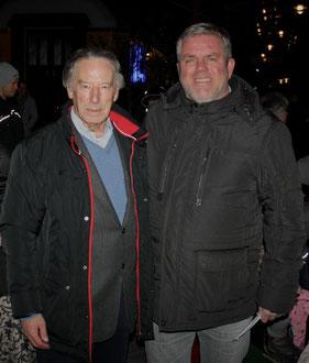 Herr Lüdert Heimleiter des Kastanienhof (rechts) bedankt sich persönlich bei Herrn Helmut Borgmann Geschäftsführender Inhaber von Audi Borgmann Krefeld (links)