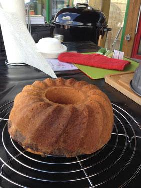 Der perfekte Kuchen vom Grill - hier Holzkohle