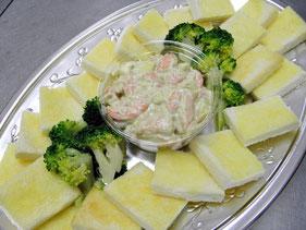 エビとアボカド、クリームチーズのカナッペ
