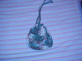 Bolsa de ganchillo artesanal marron y verde