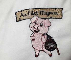 Logo brodé sur une blouse de boucher en Corrèze pour une entreprise de boucherie
