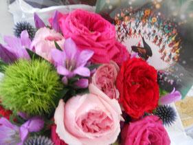 先週の演奏会、沢山の方にお越しいただきましたが、夏休みということもあり、ご旅行に行かれている方などお越しいただけなかった方も多く、メールやお手紙、お花などで沢山の応援をいただきました。本当にありがとうございました。お越し下さった知人が「あなた、みんなに愛されて幸せね」と言って下さり、胸がぐっとしました。幸せです。ありがとう。