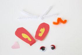 折り紙や毛糸でうさぎやたまごのパーツをつくります