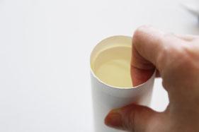 ビニールを張った筒の中に奥まで入れ込む