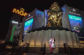 Fototour mit Brautpaar in Las Vegas bei Nacht am MGM Grand Hotel
