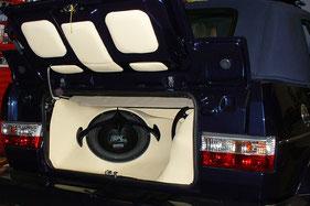 Kofferraumausbau mit Verstärker SPL-Subwoofer und Leder