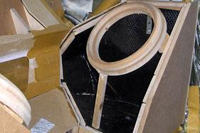 mit butyl gedämmtes Subwoofergehäuse aus Holz mit GFK-abdeckung