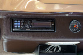 Alpine CDA-136BTi als Headunit im Mercedes