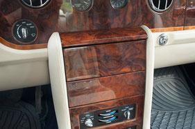 radioblende geschlossen aus wurzelholz für doppel-din-navigation von zenec