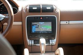 Alpine Navigation mit USB Bluetooth Freisprecheinrichtung DAB+ und carplay im porsche Cayenne