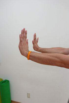 十分に反らせれないと、転倒して手をついた際に、手首を骨折するリスクはあがりますよね(^^;)