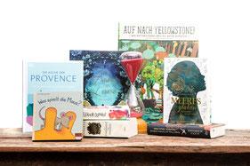 Mehrere Bücher auf Tisch