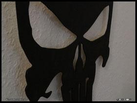 WoodnMetalART Scrollsaw Dekupiersäge Holzlogo The Punisher LED