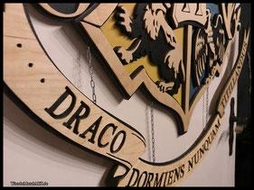 WoodnMetalART Scrollsaw Dekupiersäge Holzlogo Hogwarts Wappen Crest Harry Potter