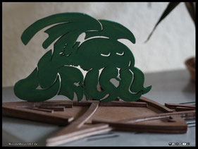 WoodnMetalART Scrollsaw Dekupiersäge Holzobjekt Cthulhu Kerzenhalter