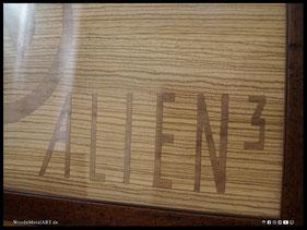 WoodnMetalART Scrollsaw Holzbild Alien3 Furnier