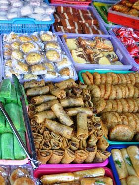 Zoete lekkernijen op de markt van Kota Gede in Yogyakarta