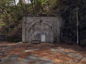 塞がれたトンネル