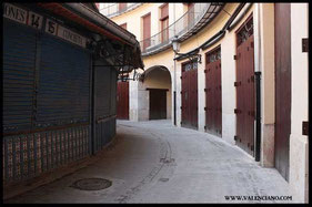 Tiendas dentro de  la Plaza Redonda de Valencia.