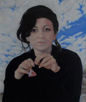 Manuela, Tochter des Künstlers vor einem Wolkenhimmeö