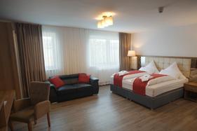 Hotel Hausen Obertshausen, Nähe Ffm, WLAN kostenfrei, Parkplätze, Shuttel, Frühstück