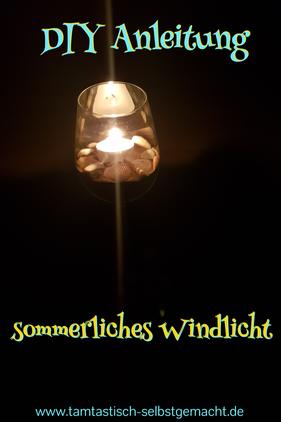 brennendes-Windlicht-in-der-Dunkelheit-Text-im-Bild:DIY-Anleitung-sommerliches-Windlicht