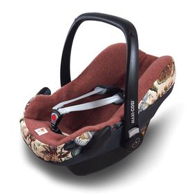 Atmungsaktiver Überzug aus Wolle für die Babyschale.