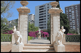 Patio de los Leones de la entrada del jardín de Ayora en Valencia.