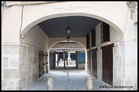 Entrada a la Plaza Redonda de Valencia.