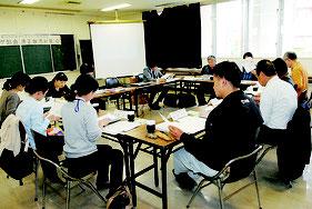 八重山地区健康沖縄21推進会議の適正飲酒対策ワーキング部会が開かれた=6日午後、八重山保健所