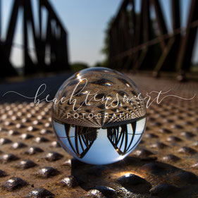 beachtenswert fotografie, Fotokunst, Glaskugel, Brücke, Alte Eisenbahnbrücke, Schwabstedt, Treene