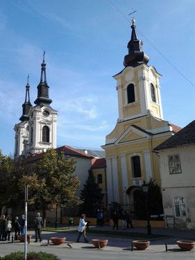 Voyage Serbie - Les deux églises, orthodoxe et catholique, de Sremska Mitrovica