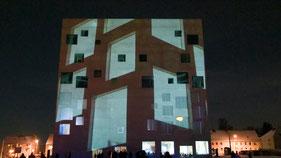 Projektion meines Zollverein-Films auf das Sanaa-Gebäude