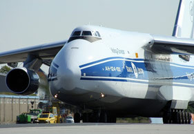 An V-D operated An-124-100 transported the crusher all across Russia from West to East  -  courtesy: V-D