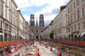 Deuxième ligne d'Orléans en construction rue Jeanne d'Arc  (alimentation électrique au sol)