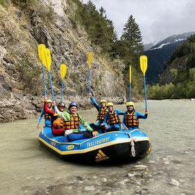 Unsere Studierenden aus dem Studiengang Outdoor- und Tourismusmanagement machen im Ötztal gerade eine Ausbildung zum Wildwasser- und Raftguide.