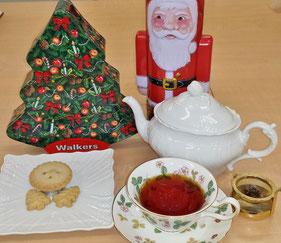 毎年この時期にお出しするクリスマスティーとミンスミートパイ、クリスマス限定のショートブレッド