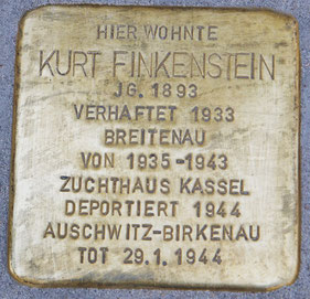 Der Stolperstein für Kurt Finkenstein in der Kathäuser Straße