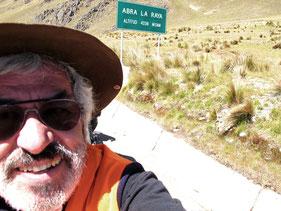 4.338 m hoch der Pass Abra La Raya