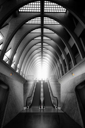 Rolltreppen im Bahnhof Liège-Guillemins in Lüttich, Belgien